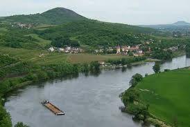 řeka Labe a Velké Žernoseky- pohled ze Tří křížů