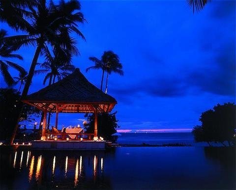 Romantic dinner setting at The Oberoi Lombok. Photo courtesy of The Oberoi Lombok via The Jakarta Post Travel.