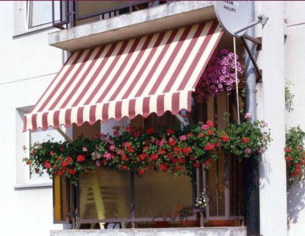 Toldo Star: Toldo indicado exclusivamente para balcones con techo, con brazos de 50cm, y dos tipos de fijación sobre la baranda del balcón.