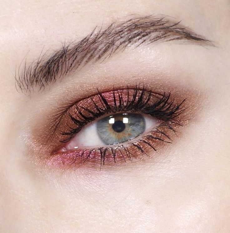 Fruit punch tones on the eyes... it's Wednesday and I needed a pick me up!  I'm wearing @bareminerals loose mineral Eyeshadow in Sex Kitten and Salsa.