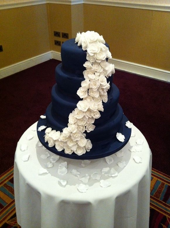 14 Best Images About Navy Blue Amp White Wedding Cakes On Pinterest