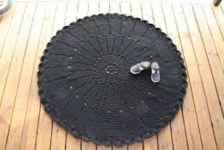 i love this. its lace but its a carpet. made of flip flop-yarn and the yarn is made of recycled plastic bottles.