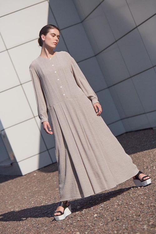 Купить Платье СО СКЛАДКАМИ на пуговицах вискоза из коллекции «…И ВХОДИТ ЖЕНЩИНА» от Lesel (Лесель) российский дизайнер одежды