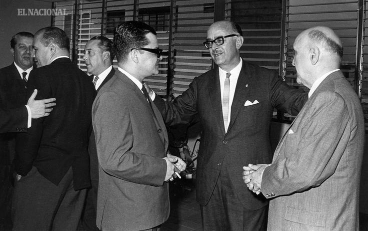 Profesor Pedro Grases, Rafael Ramón Castellanos y el doctor Eduardo Michelena en el 23 Aniversario diario El Nacional. Caracas, 05-08-1966 (CARLOS BALDA / ARCHIVO EL NACIONAL)