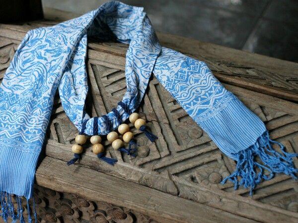 Kepang shawl necklace - stamped batik parish shawl  Price : idr 90k  WA +6285229848246 LINE @ingsun [pakai @ yaa..] BB pin 7ce3de2a  #batik #batikindonesia #indonesia #jumatbatik #kebaya #tenun #kartini #bajuetnik #kalungetnik #asesorisetnik #kalungbatik #ethnicnecklace #ootd #photographysouls #ethniclook #vintage #antique #ethnicscarf #ethnicshawl #batikscarf #batikshawl #handmade #localbrand
