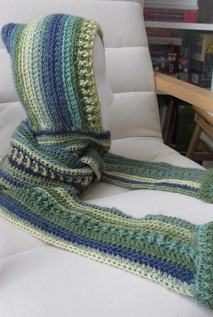 Loom Knit Hooded Scarf Pattern : 17 Best ideas about Hooded Scarf on Pinterest Free scarf knitting patterns,...