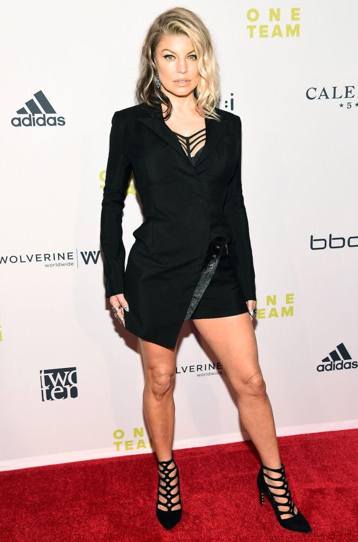 Fergie dresses red carpet