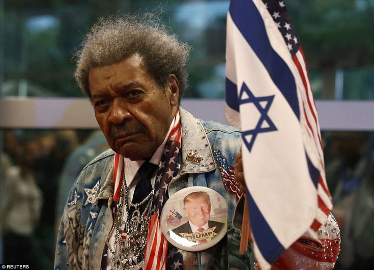 Promoter Don King arrives prior to the first presidential debate wearing a massive Donald Trump pin