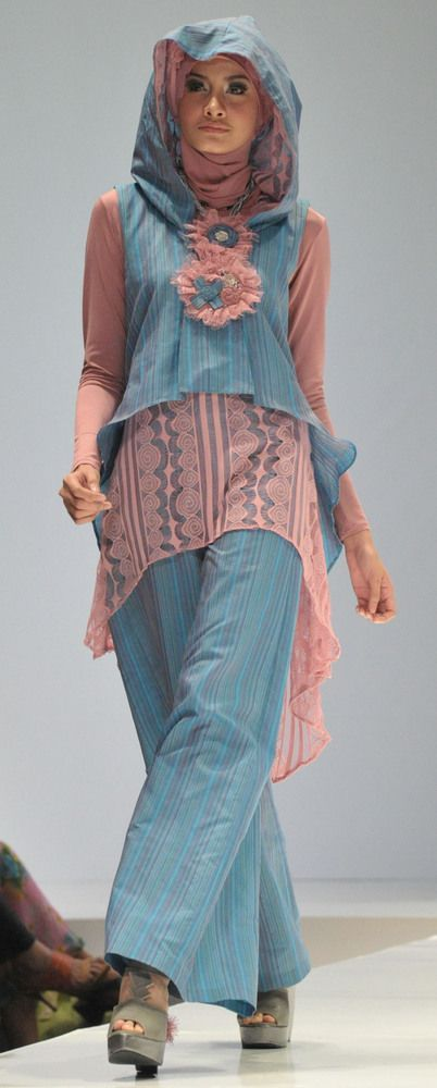 Busana Muslim Batik Kombinasi Modern