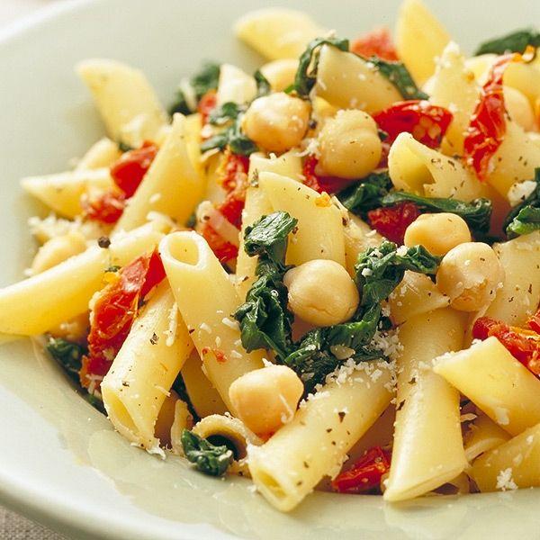 Penne met gedroogde tomaten, kikkererwten en spinazie #vega #veggie #WWrecept #WeightWatchers