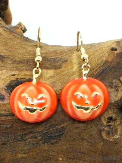 Oorbellen in de vorm van een pompoen gezicht (Helloween). Hanger voor maar .€2,95 per paar www.deoorbel.nl #oorbellen #earrings
