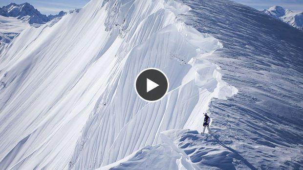Snowboard : La descente vertigineuse de Matt Annett filmée d'un hélicoptère
