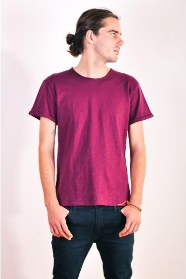 Raw cut Birch t-shirt in burgundy by Nique