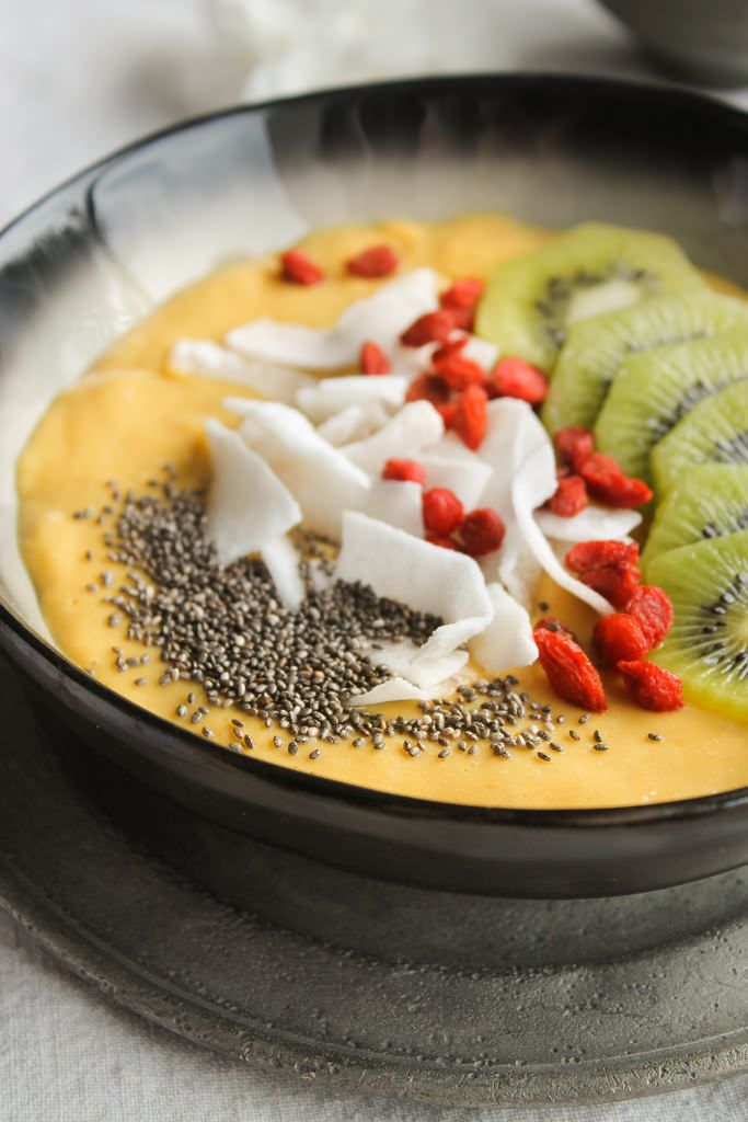 Smoothie bowl mangue et lait de coco {vegan - sans gluten} - aime & mange