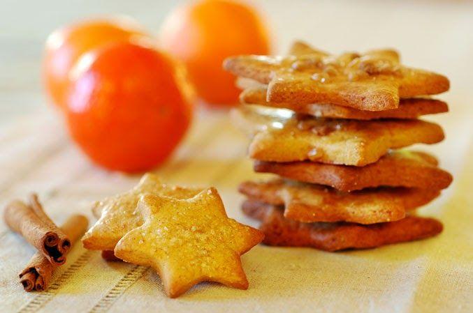 Dzisiaj upiekłam kolejne adwentowe ciasteczka. Tym razem z bardzo bożonarodzeniowymi składnikami. Bo cóż może się bardziej kojarzyć ze ...