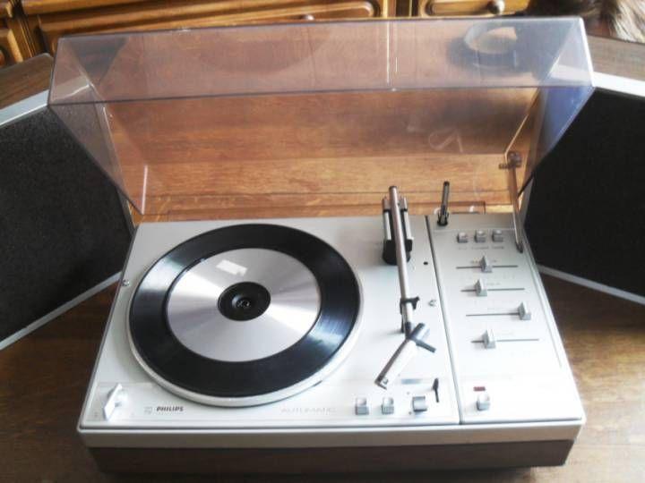 tourne disque vintage vends un lot de trois tourne disque 2 r parer un qui fonctionne bon tat. Black Bedroom Furniture Sets. Home Design Ideas