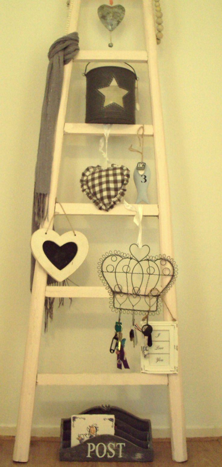 Oude ladder met leuke spulletjes