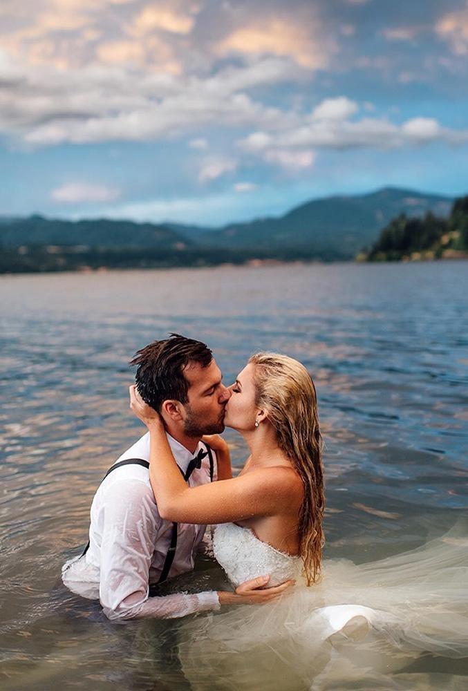 36 Must Take Romantic Photos On Your Wedding Beach Wedding