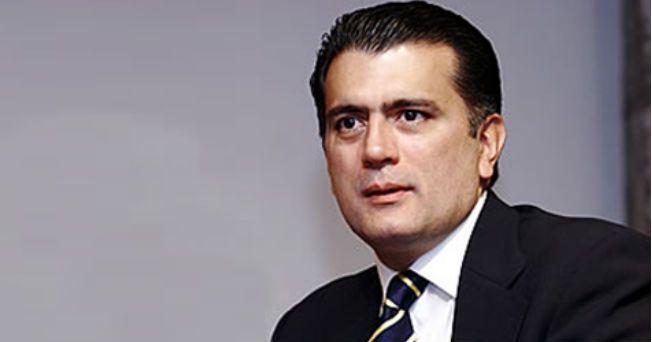 El secretario de Educación Pública, Alonso Lujambio, fue trasladado de emergencia a un hospital de Estados Unidos para realizarle un trasplante de médula ósea debido al cáncer que padece.