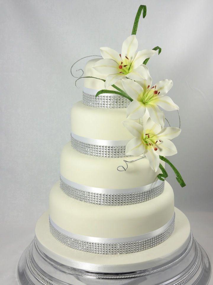 wedding cake lilies and strass Bruidstaart lelies en strass