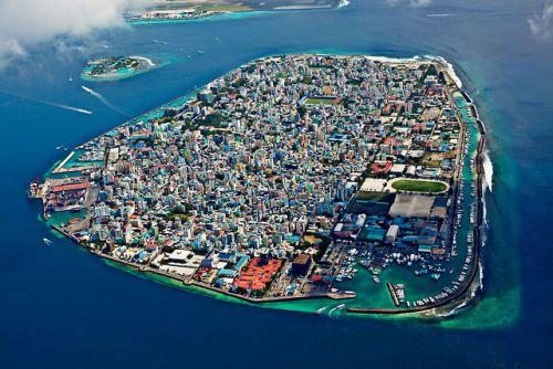 The capital of Maldives looks like a GTA map.