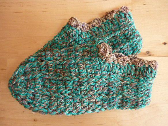 主な糸:エメラルドグリーン色の毛糸、カーキ系マルチヤーン、ベージュの糸、   (毛糸は、ウール100%、その他の糸はアクリルの混紡です)サイズ:M(23~24... ハンドメイド、手作り、手仕事品の通販・販売・購入ならCreema。