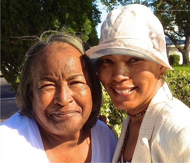 Angela Bassett and her mother before her death 2014