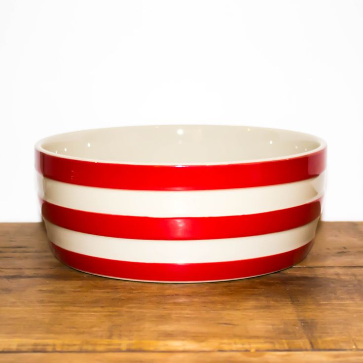 From iconic British brand Cornishware, this bowl red striped dog bowl is a little nod to 'British Colours'.