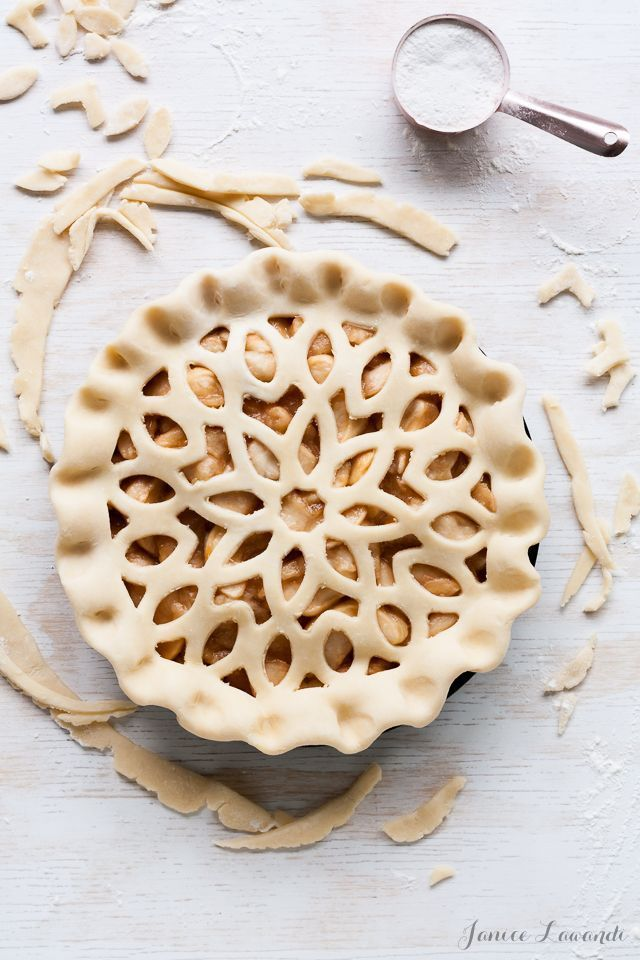 noms | maple apple pie - such beautiful detail /