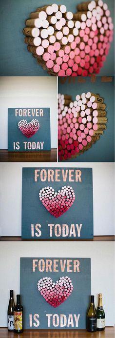 A juntar corchos porque estas manualidades para regalar en San Valentin son super originales. Un wall art con corchos en ombre.