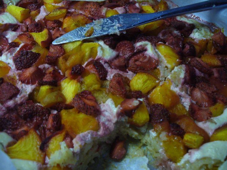 Jak upéct hrnkový jogurtovo-ovocný koláč s tvarohem   recept