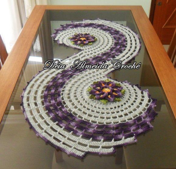 Centro de Mesa em linha cinza com flores em tons de roxo.  PODE SER FEITO EM OUTRAS CORES. R$ 140,00