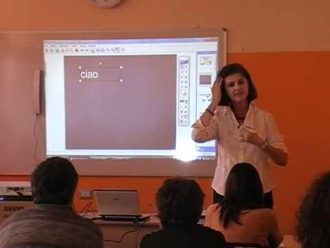 Maddalena Macario, formatrice LIM Zanichelli, durante uno degli oltre 100 incontri di formazione per la lavagna interattiva multimediale (LIM) organizzati dalle filiali e agenzie Zanichelli su tutto il territorio italiano.