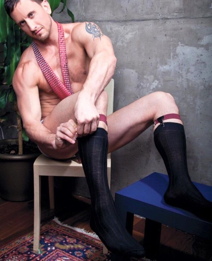 Single gay males seeking foot play interested in foot fetish dating, feet fetish dating