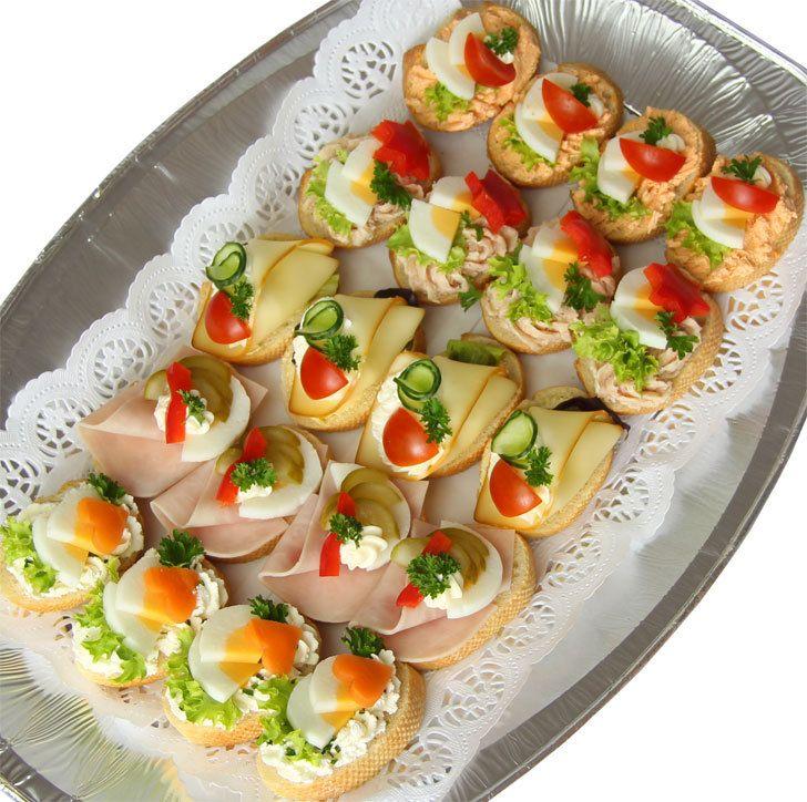 Dětské chlebíčky - mísa 20ks (Chlebíčky) - Velikost chlebíčku cca 6 až 7cm. Méně kořeněné. Sýrové pomazánky zčerstvého sýru bez chemických ošetření.