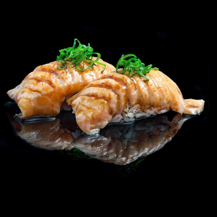 Salmon teriyaki & fresh onion / browned salmon with teriyaki sauce & fresh onion