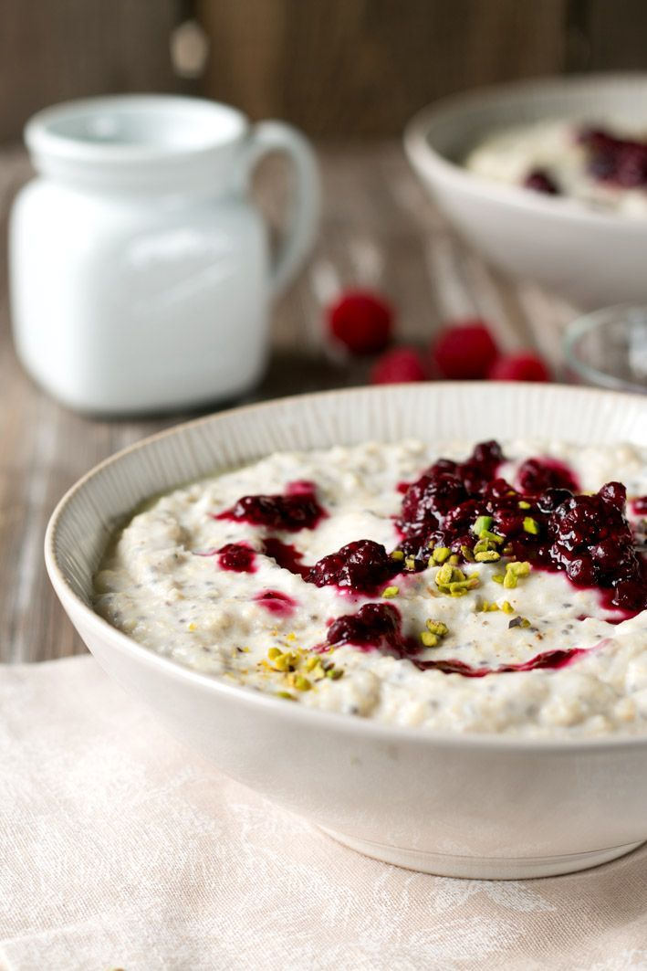 Rezept für FODMAP-armes Frühstück: Hirsebrei mit Chiamarmelade. Glutenfrei, laktosefrei, fructosearm. Geeignet bei Nahrungsmittelunverträglichkeiten wie Laktoseintoleranz, Fructoseintoleranz, Glutenunverträglichkeit sowie Reizdarm.