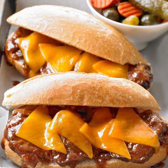 These Mop Sauce Beef Sandwiches are a great weeknight dinner because they're ready in 40 minutes! More easy comfort food recipes: http://www.bhg.com/recipes/quick-easy/dinners-30-minutes-less/fast-fix-weeknight-suppers/?socsrc=bhgpin012714mopsaucebeefsandwiches&page=4