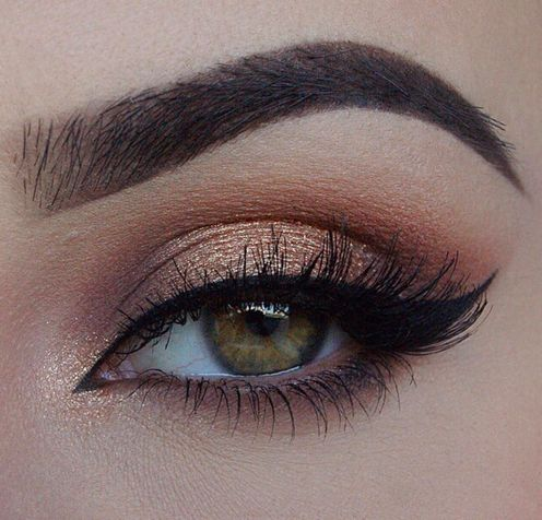 Rose gold eyeshadow look.