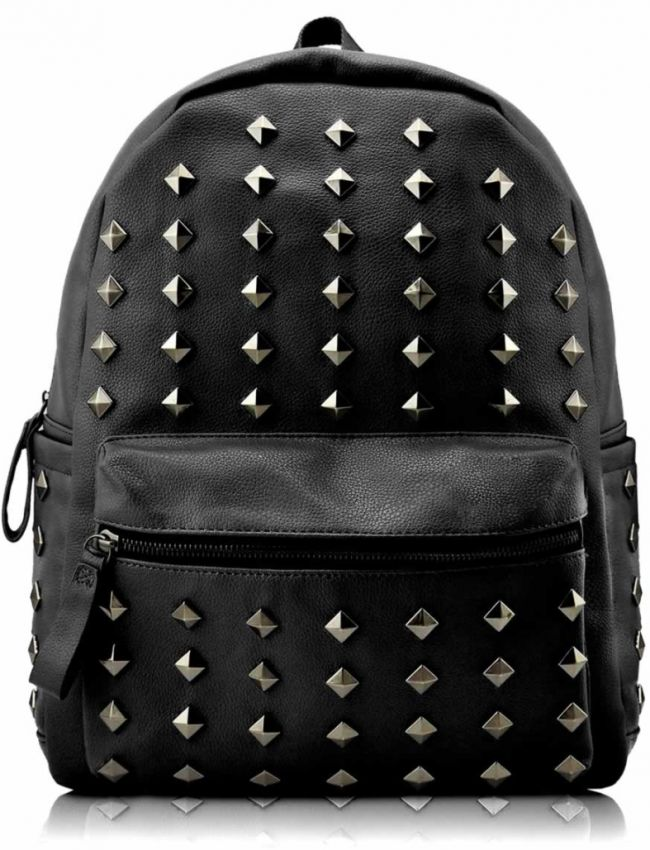 Mochila Piel&Tachas Negra.Mochila unisex de piel sintética adornada con tachas piramidales.