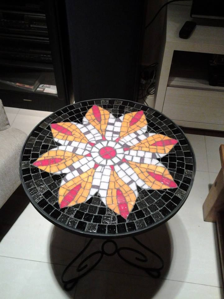 Mi mesa de venecitas by Carolina Avila Grenno