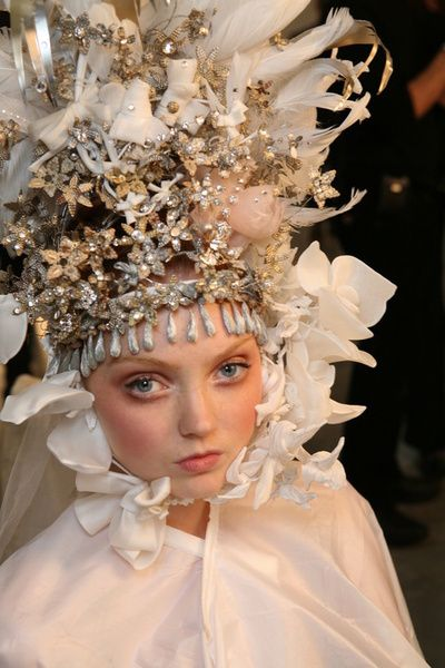 1000 images about fashion headpieces on pinterest for Haute hairie