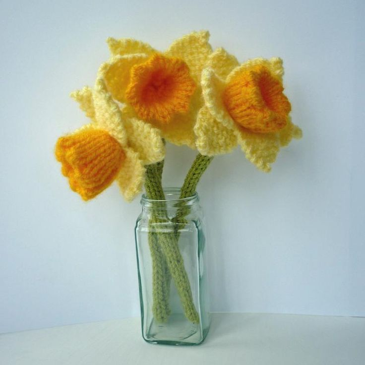 Knitting pattern for Daffodils A quick knit using oddments of DK yarn