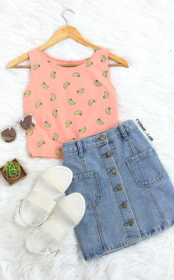 Do you like the top? I like it. So... cute!! The Banana Print Crop Tank Top adds a girlie charm to it. Get full collection at rowme.com!