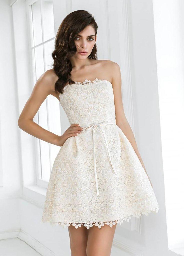 Сейчас все изменилось и самые дорогие свадебные модельеры имеют короткие платья в каждой сезонной коллекции. Идеально такие платья подходят для церемоний