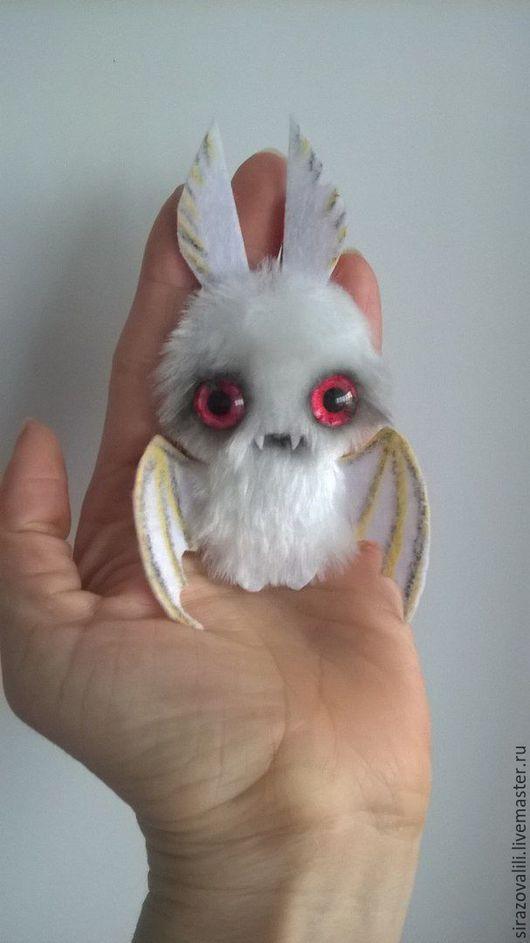 Броши ручной работы. Ярмарка Мастеров - ручная работа. Купить брошь из искусственного меха в смешанной технике летучая мышь. Handmade.