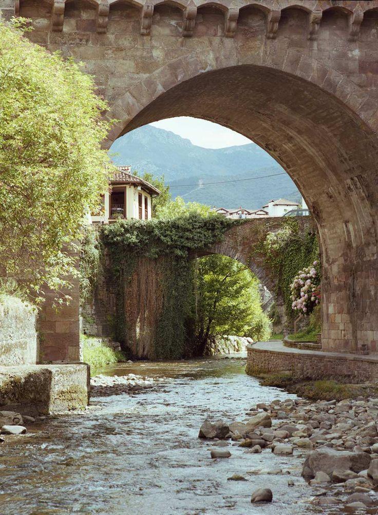 Potes, a los pies de los Picos de Europa. Cantabria. España