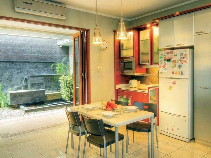 Desain Dapur Dekat Taman Belakang Yang Menyejukkan Mata Desain