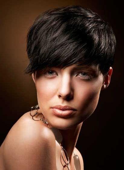 Taglio capelli corti con ciuffo sul davanti - The house of blog