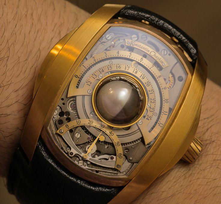 El artesano ruso Konstantín Chaykin es conocido en Rusia y en muchos otros países por sus majestuosos relojes, que son considerados grandes obras de arte. Gracias a su talento, el maestro, de 34 años, ha llegado a ser miembro de la Academia de Relojera de Creadores Independientes.